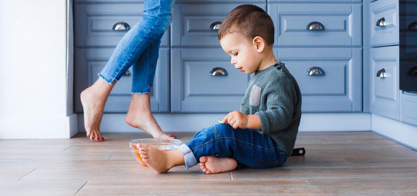 vloerverwarming met kind en vrouw